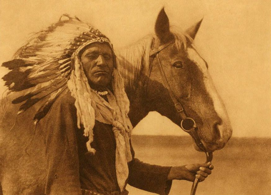 American Indians : Blackfoot War Bonnet.