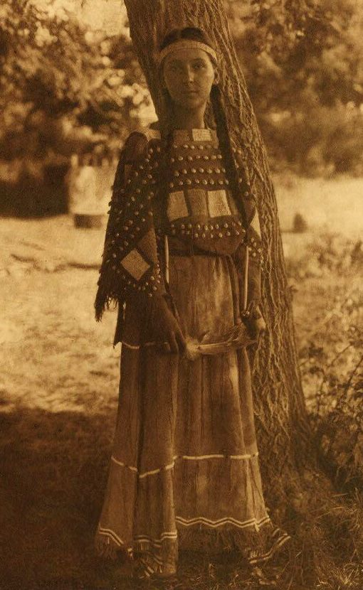 A Photograph of Sioux Maiden.