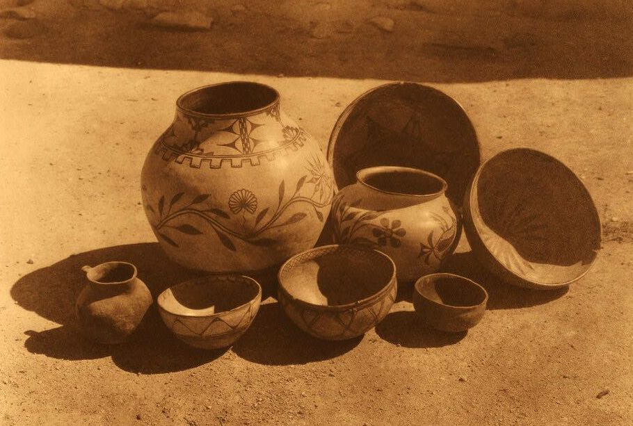 American Indian Pottery and Basketry : Cochiti and Sia Pottery.