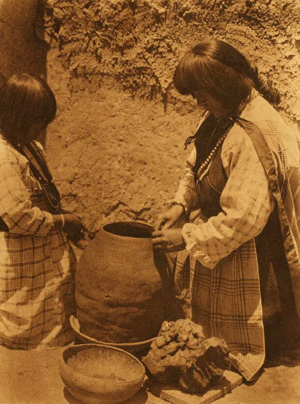 American Indian Pottery and Basketry : Tsipiai - Sia.