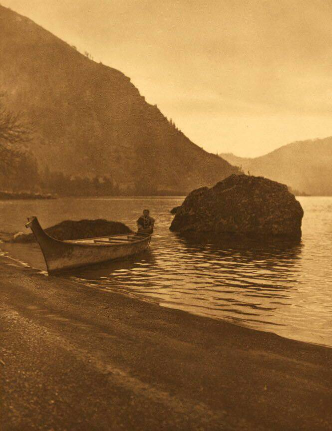 American Indian canoe photograph : Middle Columbia.