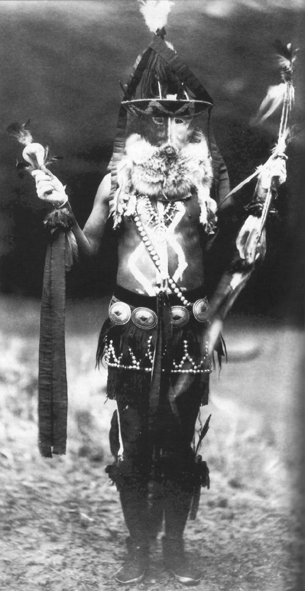 An old photograph of a Navajo Medicine Man 1904.
