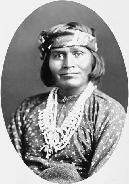 An old photograph of a Navajo Indian [J].