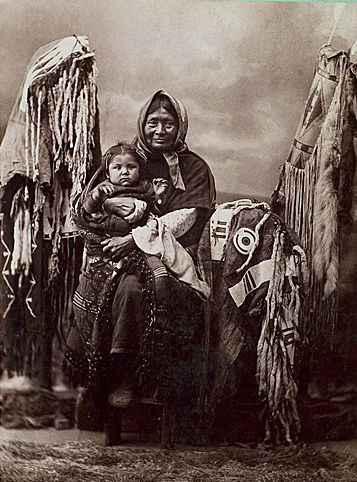 An old photograph of a Nez Perce Mother and Child.