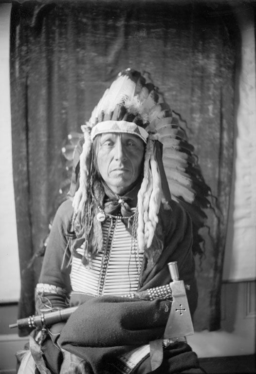 An old photograph of a Yanktonai Man 1904 [B].