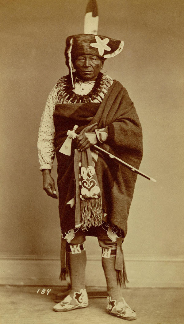 An old photograph of Chief Che-ko-skuk - Sauk Fox (possibly 1868).