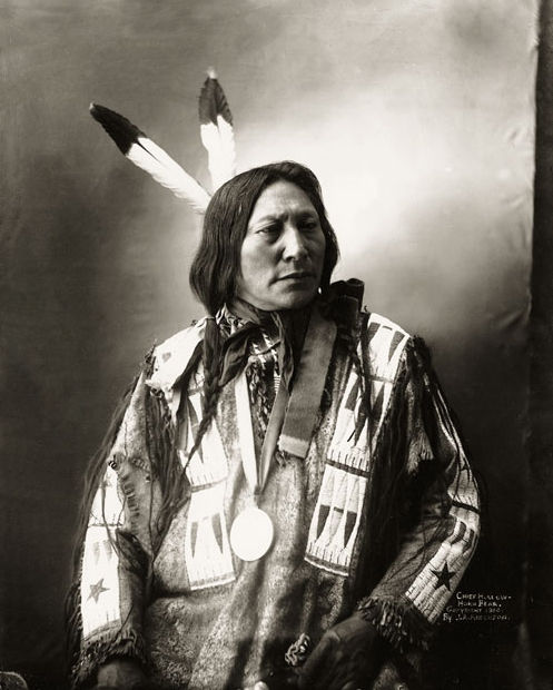 An old photograph of Hollow Horn Bear aka Mato He Oklogeca - Brule Sioux Chief 1900 [B].
