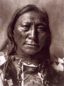 An old photograph of Hollow Horn Bear aka Mato He Oklogeca - Brule Sioux Chief 1907.