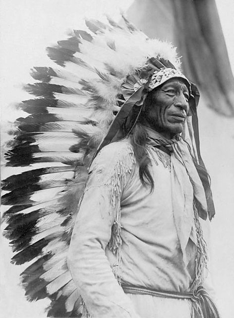 An old photograph of Iron Tail aka Sinte Maza - Oglala 1916.