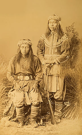 An old photograph of Malte with Gud-I-Ze-Ah - Apache.