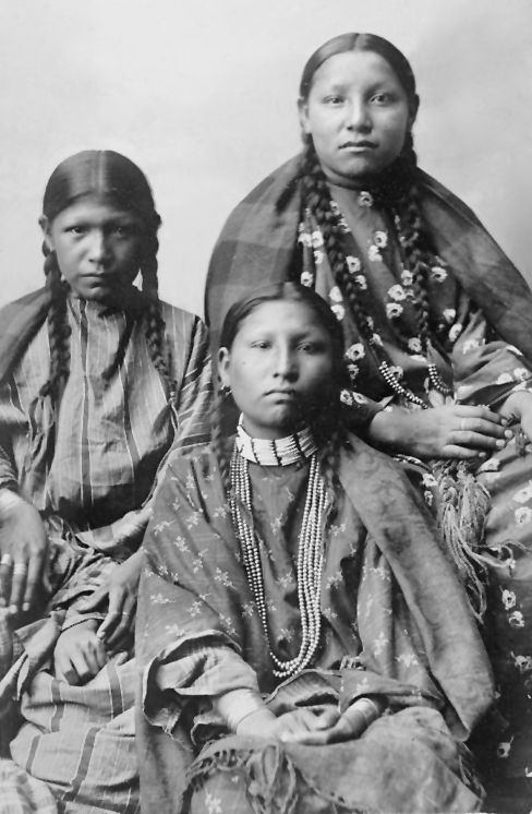 An old photograph of Three Southern Cheyenne Girls 1895.