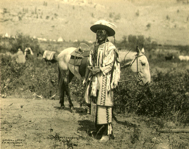 An old photograph of Spotted Horse - Crow Chief.