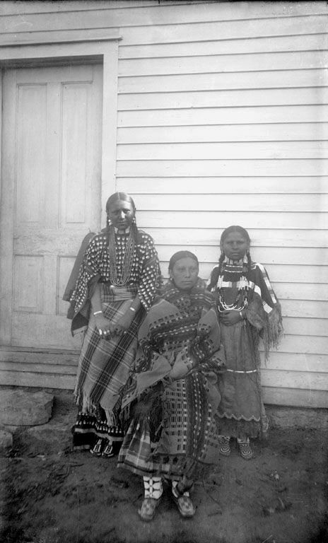 An old photograph of the Three Daugthers of Man On A Cloud - Southern Cheyenne 1892.