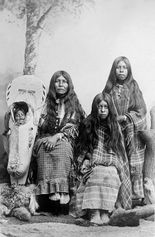 Ute Woman and Children 1910