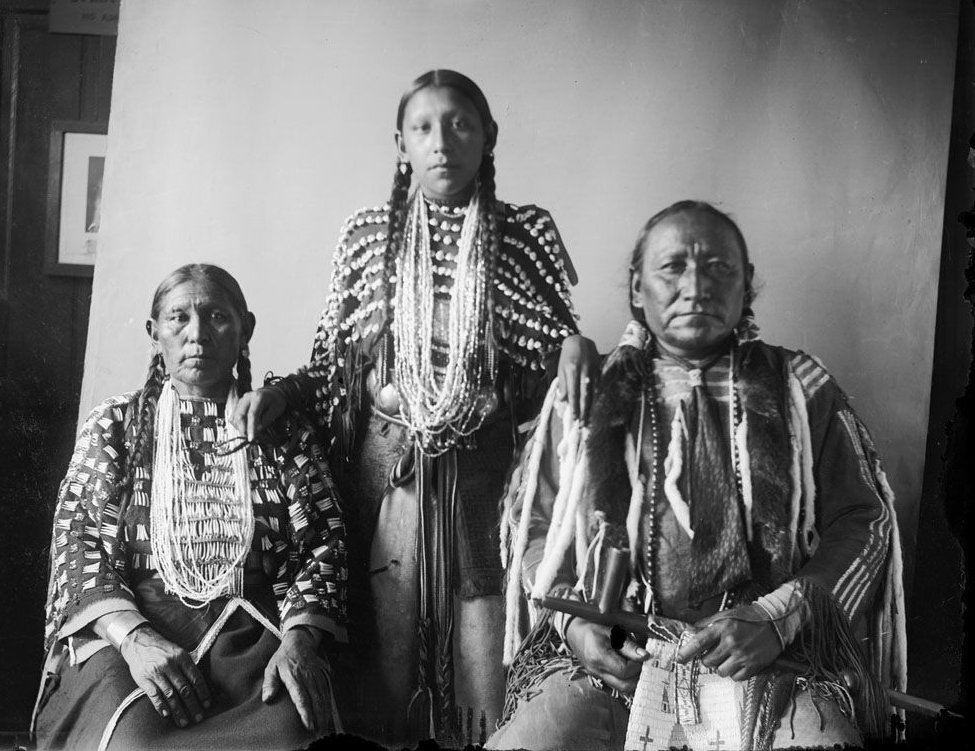 Crossed Feathers wife and daughter, two American Indians from the Cheyenne Nation 1908.