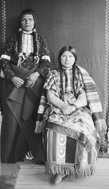 American Indians : Peo Peo Ta Lakt and Wife - Nez Perce 1900.
