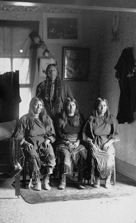 American Indians : Quanah Parker and three wives - Comanche 1892.