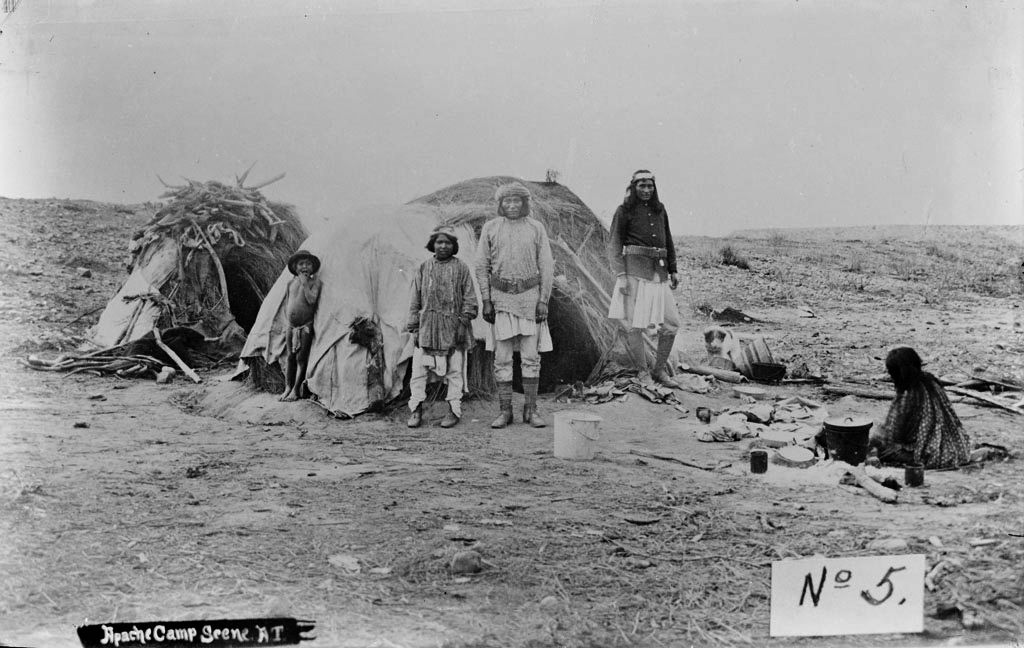 American Indians : Apache Wickiup Camp 1882.