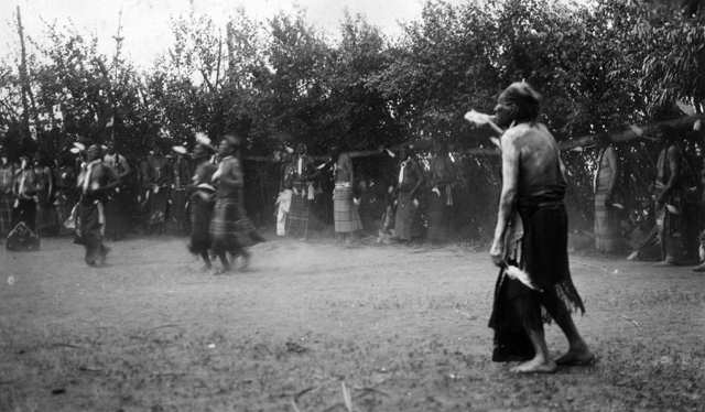 American Indians : Shoshone Sun Dance Early 1900.