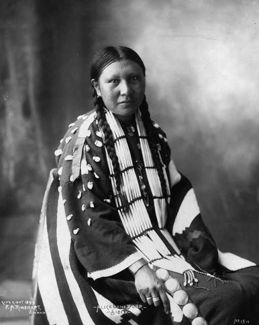 American Indians : Alice Lone Bear - Sioux.