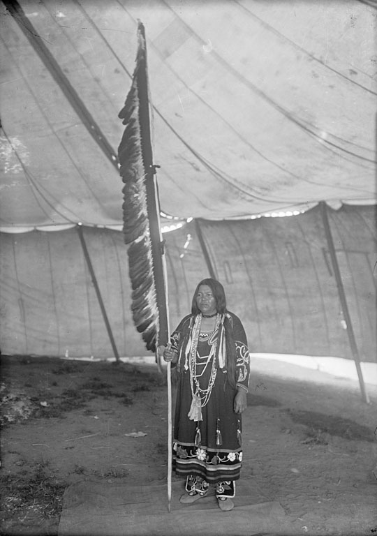 American Indians : Daughter of Mi Gisins (Little Eagle) - Ojibwe.