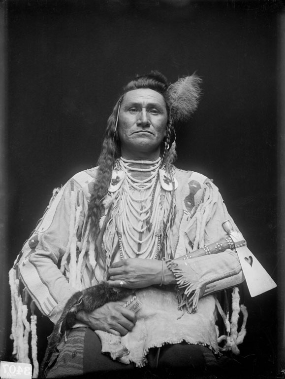 American Indians : Holds His Enemy (Son of Pretty Eagle) - Crow 1910.