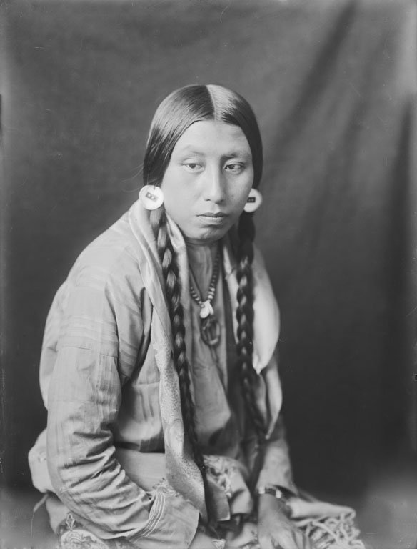 American Indians : Lizzie Bull Tongue - Crow 1910.