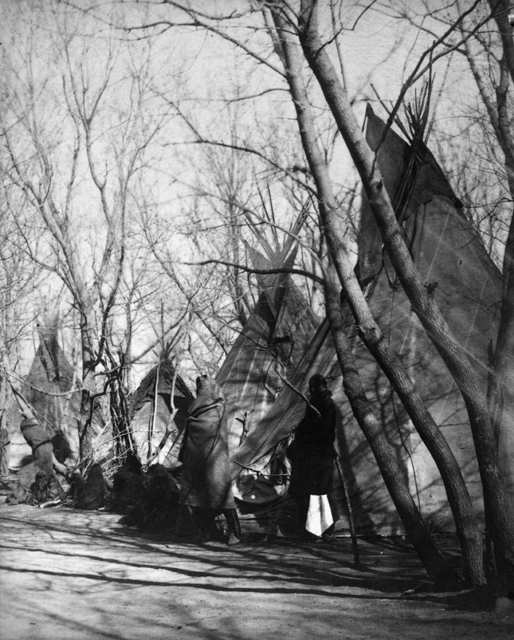 American Indians : Yankton Indian Camp 1882.