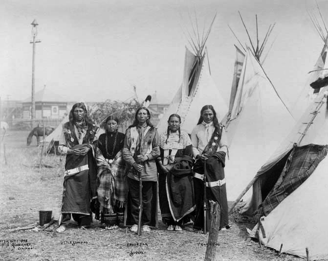 Little Sunday with wife Eagle Elk and wife Prairie Dog - Oglala 1898.