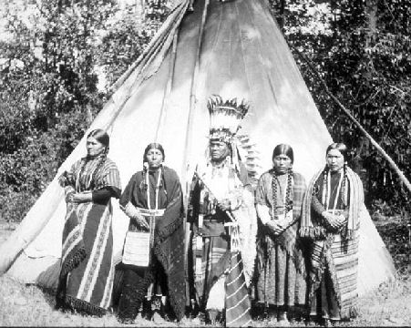 Thu Ships - Walla Walla Chief and Wives.