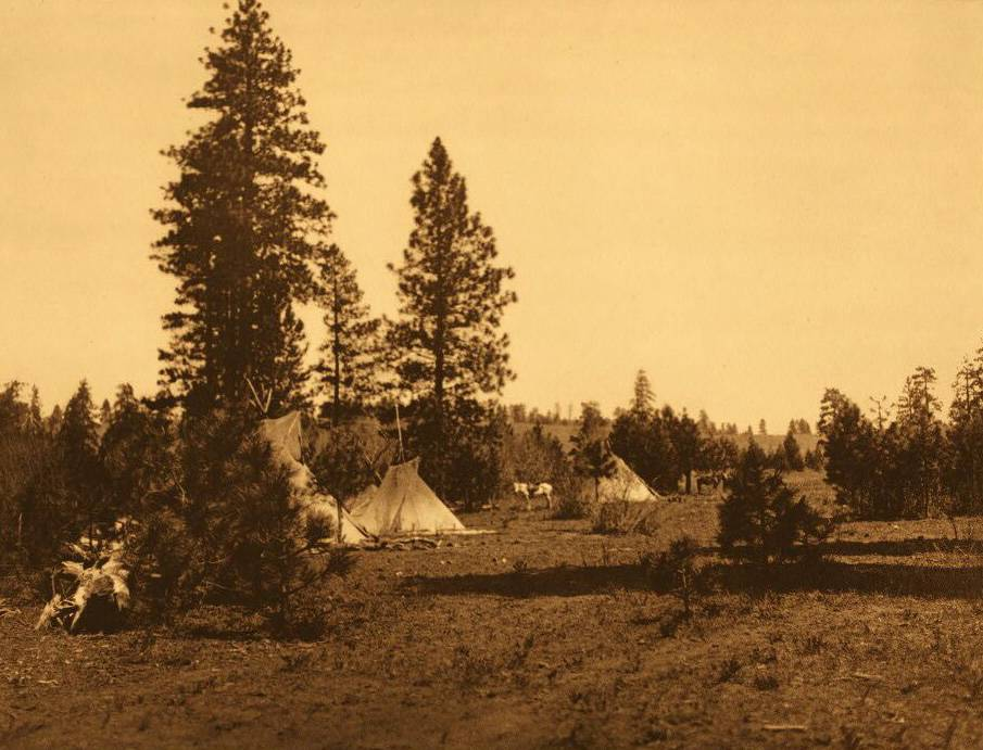 tipi (teepee or tepee) photograph : Camp of the Yakima.