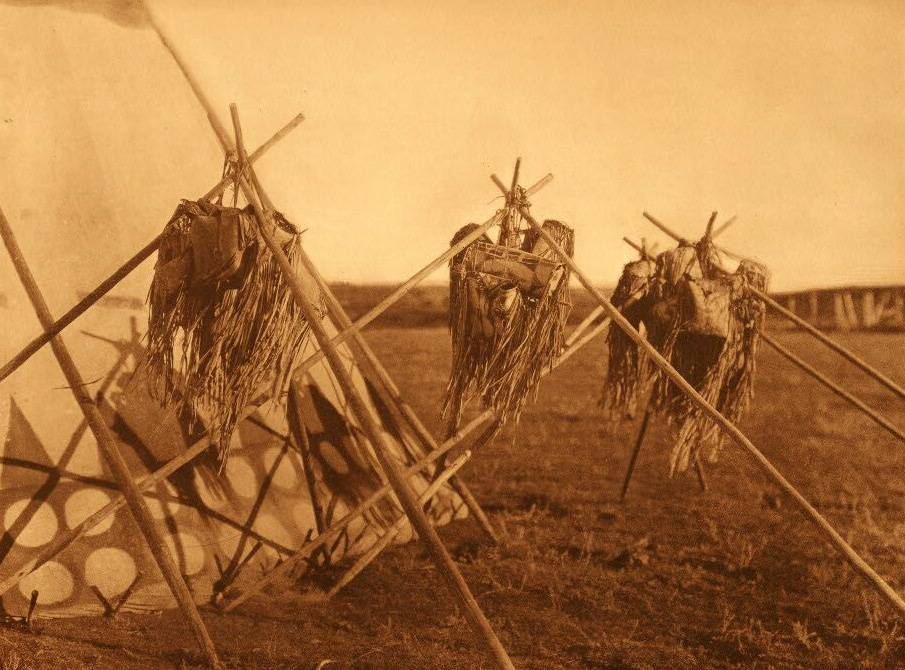 tipi (teepee or tepee) photograph : Sacred Bags of the Horn Society.