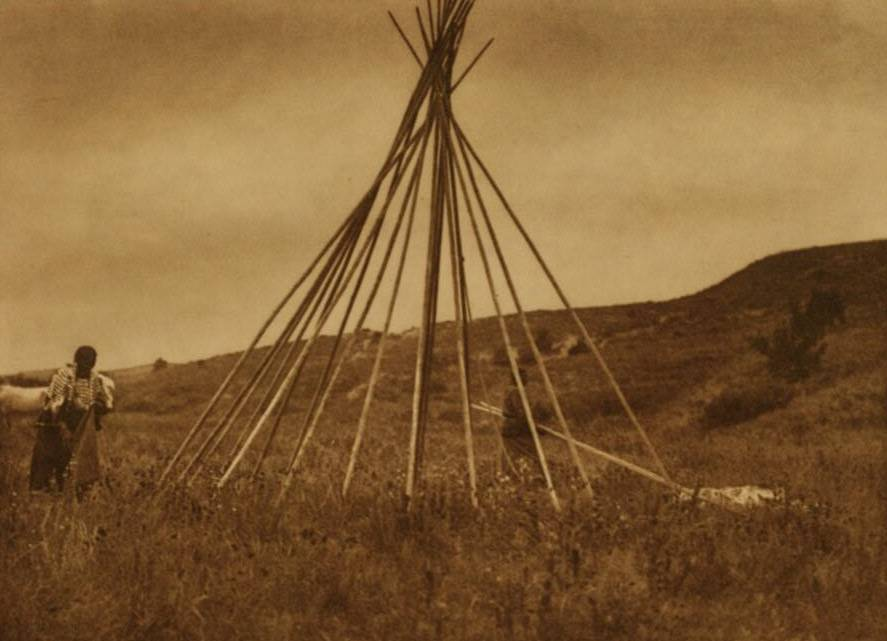 tipi (teepee or tepee) photograph : Tipi Construction.