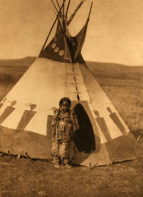 tipi (teepee or tepee) photograph : A Piegan Childs Lodge.