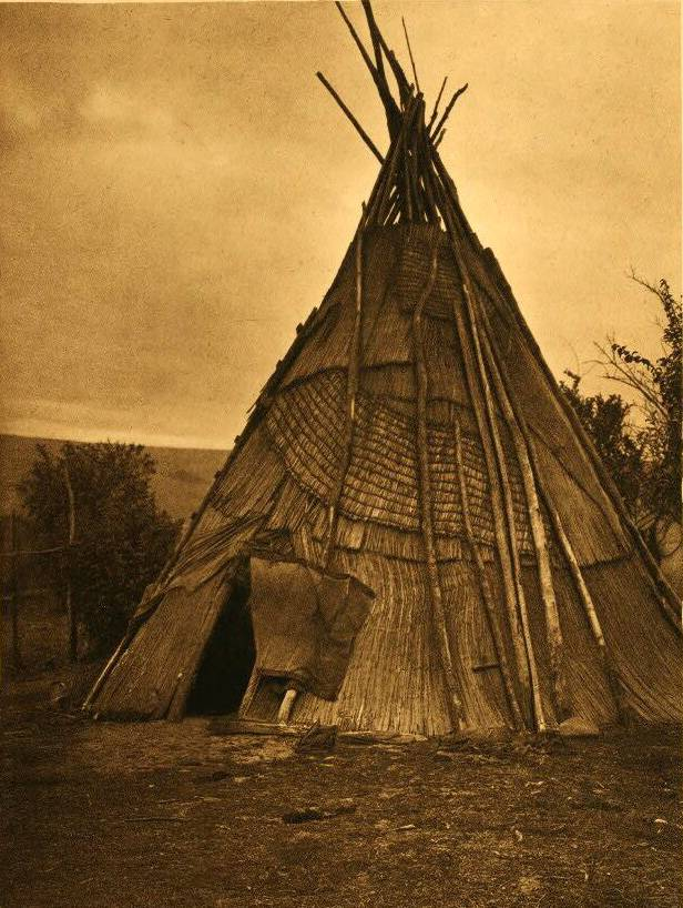 tipi (teepee or tepee) photograph : An Umatilla Mat Lodge.