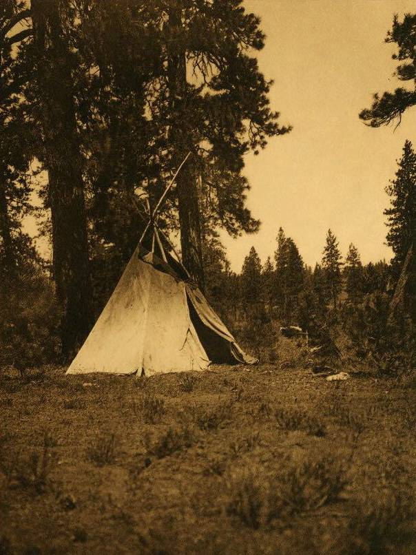 tipi (teepee or tepee) photograph : Authors Temporary Camp.