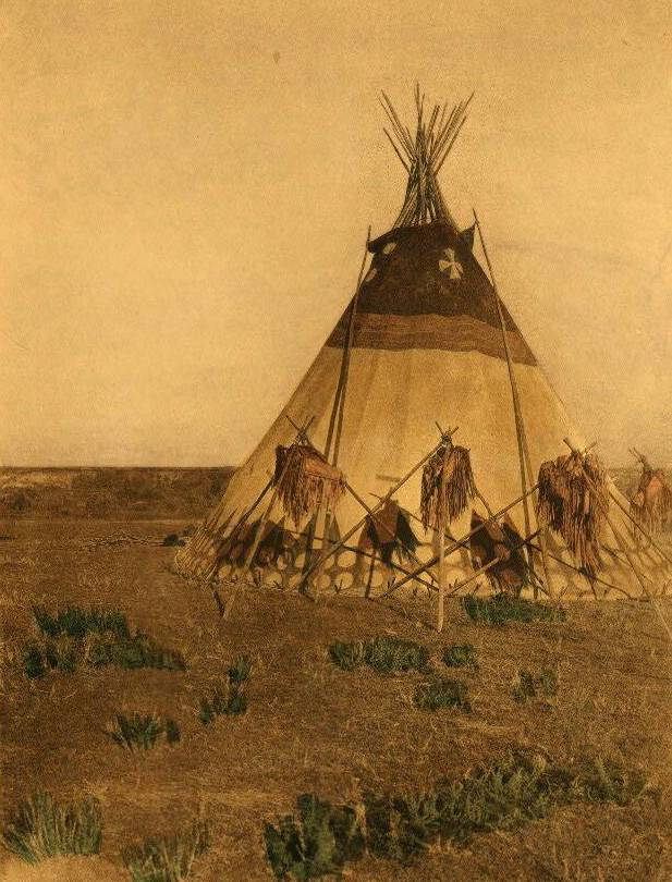 tipi (teepee or tepee) photograph : Lodge of the Horn Society.