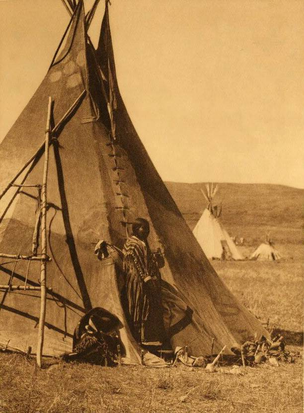 tipi (teepee or tepee) photograph : A Piegan Lodge.