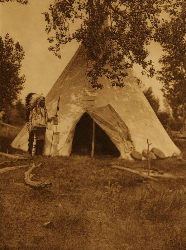 tipi (teepee or tepee) photograph : Two Leggings Lodge.