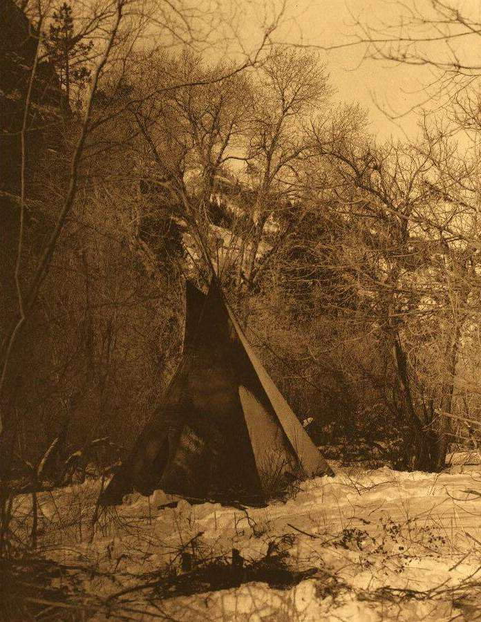 tipi (teepee or tepee) photograph : Sioux Winter Camp.